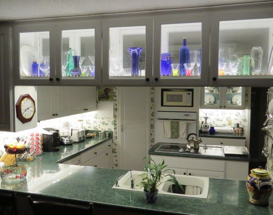 glass faced cabinet lighting accent lighting or task ligthing
